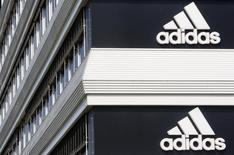 Logo da Adidas em prédio da empresa em Landersheim, perto de Estrasburgo. 31/09/2014 REUTERS/Christian Hartmann