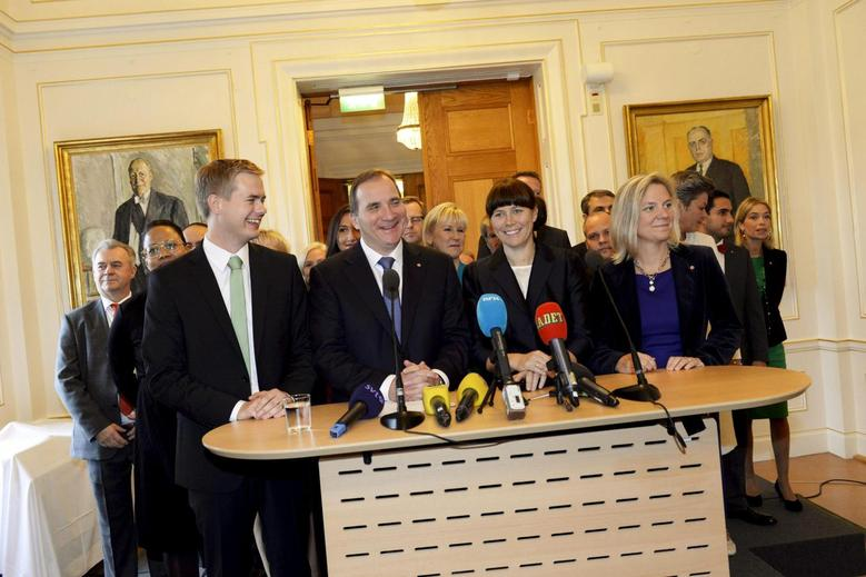 Swedish Prime Minister Stefan Lofven (front 2nd L) smiles as he stands with his new government during a news conference in Stockholm October 3, 2014.   REUTERS/Jonas Ekstromer/TT News Agency