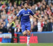 Diego Costa comemora gol do Chelsea contra o Arsenal no domingo.  REUTERS/Stefan Wermuth