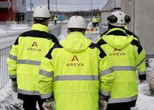Areva est à suivre à la Bourse de Paris. Le groupe a annoncé mardi son intention de réduire ses investissements bruts de 200 millions d'euros à moins d'un milliard par an sur la période 2015-2016 et de céder au moins 450 millions d'euros d'actifs. /Photo d'archives/REUTERS/Roni Lehti/Lehtikuva