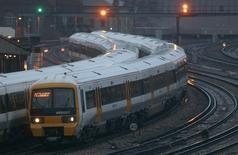 A la gare Victoria de Londres. Un consortium d'investisseurs spécialisés dans les infrastructures, dont EDF Invest, a racheté Porterbrook Rail Finance, société britannique de location de matériel roulant ferroviaire. /Photo d'archives/REUTERS/Andrew Winning