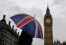 L'inflation a nettement ralenti en Grande-Bretagne en septembre pour tomber à son plus bas niveau depuis cinq ans, une évolution qui rend une hausse des taux d'intérêt moins urgente même si l'activité économique dans son ensemble affiche une santé robuste. /Photo prise le 4 octobre 2014/REUTERS/Luke MacGregor