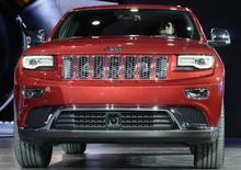 Chrysler Group rappelle 184.215 SUV de par le monde - des Dodge Durango et Jeep Grand Cherokee de l'année modèle 2014 (photo) - en raison d'un risque de court-circuit susceptible de désactiver les airbags et les prétensionneurs des ceintures de sécurité. /Photo d'archives/REUTERS/James Fassinger