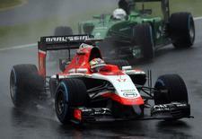 Piloto francês Jules Bianchi guia carro da equipe Marussia durante o Grande Prêmio do Japão de Fórmula 1, no Circuito de Suzuka. 5/10/2014. REUTERS/Yuya Shino