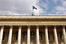 Les principales Bourses européennes reprennent leur souffle jeudi à l'ouverture, à la faveur d'une salve de résultats trimestriels jugés solides, après leur décrochage de la veille. Vers 09h25, le CAC 40 avance de 0,79% à Paris, le Dax prend 0,77% à Francfort et le FTSE gagne 0,84% à Londres. /Photo d'archives/REUTERS/Charles Platiau