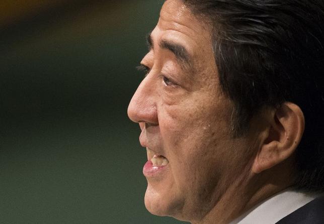 10月20日、安倍晋三首相は、消費税率の再引き上げについて、日本経済へのダメージが大きすぎるようであれば「意味がなくなる」との認識を示し、消費増税を延期する可能性を示唆した。9月撮影(2014年 ロイター/Adrees Latif)