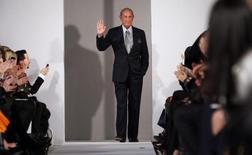 Oscar de la Renta is seen during his Fall/Winter 2012 collection show during New York Fashion Week February 14, 2012. REUTERS/Allison Joyce