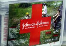 Kit de primeiros-socorros da Johnson & Johnson em loja de Westminster, Colorado, nos EUA. 14/04/2009 REUTERS/Rick Wilking
