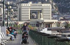 Imagen de archivo del Congreso chileno en el puerto de Valparaíso, sep 24 2014. El Congreso chileno aprobó el miércoles el mecanismo para capitalizar a la cuprífera estatal Codelco, la mayor productora mundial de cobre, con 4.000 millones de dólares para los próximos cinco años.   REUTERS/Eliseo Fernandez