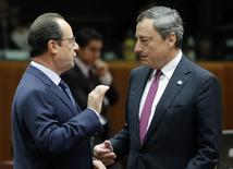 European Central Bank (ECB) President Mario Draghi (R) talks with France's President Francois Hollande as they arrive for a working session during an EU summit in Brussels October 24, 2014.   REUTERS/Christian Hartmann
