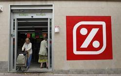 Le distributeur espagnol Dia a publié un chiffre d'affaires trimestriel pratiquement inchangé sur un an, son activité ayant souffert de la baisse des prix en Espagne et au Portugal, notamment pour les produits alimentaires frais. /Photo d'archives/REUTERS/Albert Gea