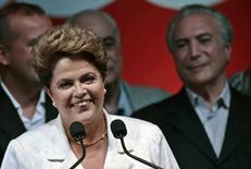 Президент Бразилии Дилма Руссеф после объявления итогов голосования в Бразилиа 26 октября 2014 года. Дилма Руссеф обеспечила себе ещё четыре года на посту президента Бразилии, вырвав победу у соперника, и пообещала значительные реформы ради оживления впавшей в стагнацию экономики. REUTERS/Ueslei Marcelino