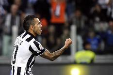 Tevez comemora gol da Juventus contra a Roma em 5 de outubro.  REUTERS/Giorgio Perottino