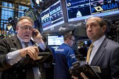 Wall Street a fini en nette hausse mardi, tirant parti de résultats de sociétés solides et d'une bonne statistique de la confiance du consommateur. /Photo prise le 28 octobre 2014/REUTERS/Brendan McDermid