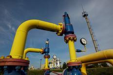 L'Ukraine, la Russie et l'Union européenne sont parvenus jeudi à un accord sur une reprise des livraisons de gaz russe à l'Ukraine et cet accord va être signé sous peu, selon des sources proches des discussions. /Photo prise le 30 septembre 2014/REUTERS/Valentyn Ogirenko