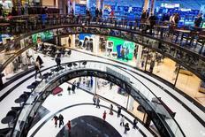 Les ventes au détail en Allemagne ont subi en septembre leur baisse mensuelle la plus marquée depuis plus de sept ans (-3,2%), ce qui soulève bien des doutes sur la capacité du consommateur allemand à soutenir l'élan de la première économie européenne. /Photo prise le 24 septembre 2014/REUTERS/Thomas Peter