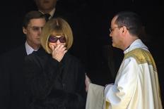 Vogue editor Anna Wintour pauses as she departs the memorial of of late fashion designer Oscar de la Renta in New York, November 3, 2014. REUTERS/Lucas Jackson