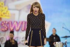Cantora Taylor Swift durante apresentação em um programa da TV ABC, em Nova York. 30/10/2014. REUTERS/Lucas Jackson