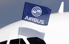 Airbus a engrangé 1.080 commandes brutes, soit 794 commandes nettes, et livré 493 appareils à la fin octobre. /Photo prise le 25 septembre 2014/REUTERS/Régis Duvignau