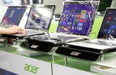 Le fabricant taïwanais d'ordinateurs Acer renoue avec un bénéfice opérationnel au troisième trimestre, au-dessus des attentes des analystes, à la faveur d'une réduction des coûts et d'une légère reprise du marché des PC. /Photo d'archives/REUTERS/Pichi Chuang