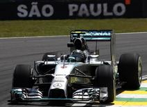 Piloto de F1 Nico Rosberg, da Mercedes, em treino em Interlagos, São Paulo. 7/11/2014 REUTERS/Paulo Whitaker
