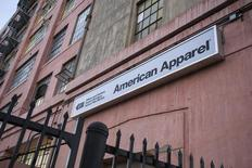 American Apparel, qui a fait état d'une perte par action de 11 cents au titre du troisième trimestre, à suivre mardi sur les marchés américains. /Photo d'archives/REUTERS/Jonathan Alcorn
