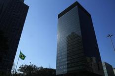Vista general de las oficinas de BNDES en el centro de Rio de Janeiro. Imagen de archivo, 20 agosto, 2014.Las ganancias del banco de inversión estatal brasileño BNDES escalaron un 51 por ciento en los primeros nueve meses del 2014, la lectura de utilidades más sólida en tres años, ya que los ingresos de las inversiones financieras más que se duplicaron frente al mismo periodo del año pasado. REUTERS/Pilar Olivares