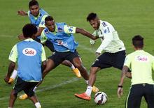Jogadores do Brasil treinam nesta terça-feira para amistoso contra a Turquia em Istambul. . REUTERS/Murad Sezer