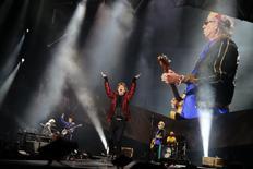 """El grupo The Rolling Stones en su concierto """"14 on Fire"""" en Madrid, jun 25 2014. La legendaria banda de rock The Rolling Stones está inmersa en una batalla legal con una compañía aseguradora por valor de 12,7 millones de dólares, debido a los conciertos cancelados en Australia y Nueva Zelanda tras la muerte en marzo de la novia de Mick Jagger, la diseñadora L'Wren Scott.  REUTERS/Juan Medina"""