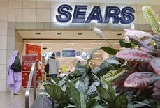 Customers walk into a Sears store at Fair Oaks Mall in Fairfax, Virginia, in this file photo taken January 7, 2010.   REUTERS/Larry Downing/Files