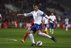 Cristiano Ronaldo, de Portugal, durante amistoso contra a Armênia, em Faro, Portugal, nesta sexta-feira. 14/11/2014 REUTERS/Rafael Marchante