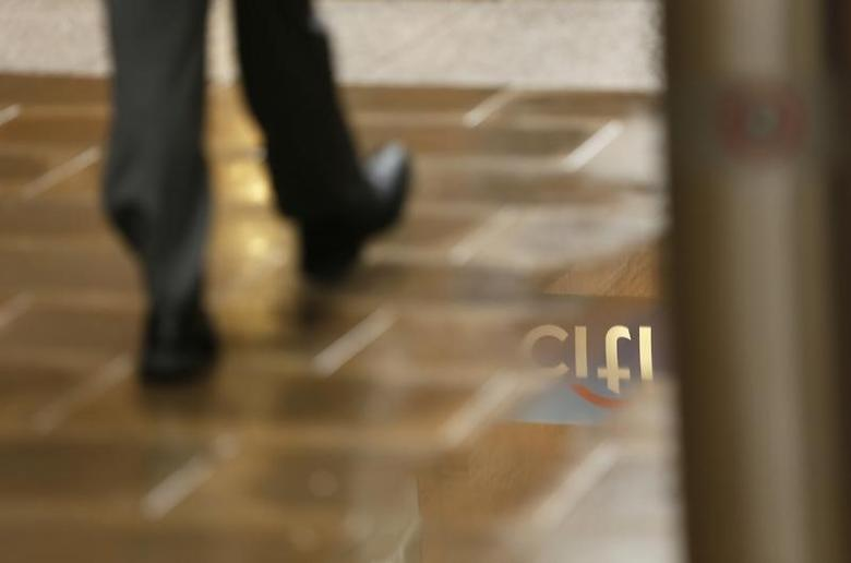 A Citibank sign is reflected in a puddle in the City of London November 12, 2014.       REUTERS/Stefan Wermuth