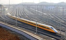 La Chine a approuvé mardi la construction de quatre lignes ferroviaires pour un montant de 66,2 milliards de yuans (8,68 milliards d'euros) afin de soutenir la croissance de son économie. /Photo prise le 8 octobre 2014/REUTERS