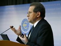 La Banque centrale européenne sera en mesure de déterminer au cours du premier trimestre 2015 si elle doit se lancer dans des rachats de dettes souveraines pour soutenir l'activité dans la zone euro, a déclaré mercredi le vice-président de la BCE, Vitor Constancio. /Photo prise le 26 octobre 2014/REUTERS/Ralph Orlowski