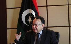 Mohamed al-Ghirani, el primer ministro rival de Libia, durante una entrevista con Reuters en Trípoli. Imagen de archivo, 23 noviembre, 2014. El gobierno rival de Libia quiere enviar a su ministro del Petróleo a la cumbre de la OPEP en Viena de esta semana y se rehusará a cumplir con cualquier decisión sobre producción si se le niega el acceso, sostuvo el ministro. REUTERS/Ismail Zitouny