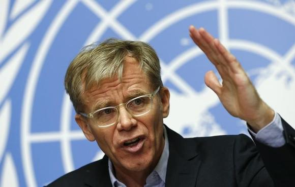 World Health Organization (WHO) Assistant Director General Bruce Aylward gestures during a news conference on the WHO response and challenges to control the Ebola outbreak at the United Nations in Geneva December 1, 2014.   REUTERS/Denis Balibouse