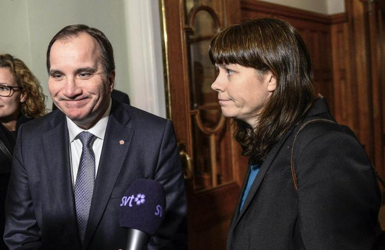 Sweden's Prime Minister Stefan Lofven (L) and Deputy Prime Minister Asa Romson (R) arrive for a meeting during negotiations about the national budget in Stockholm December 2, 2014. REUTERS/Maja Suslin/TT News Agency
