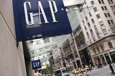 Gap, qui a annoncé une hausse de 6% de ses ventes à magasins comparables pour le mois de novembre, à suivre vendredi à la Bourse de Paris. /Photo d'archives/REUTERS/Lucas Jackson