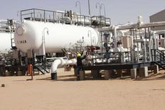 Visão geral de campo de produção de petróleo na Líbia, um dos países integrantes da Opep. REUTERS/Ismail Zitouny (LIBYA - Tags: POLITICS ENERGY CIVIL UNREST)