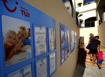 La fusion du britannique TUI Travel et de l'allemand TUI AG a été finalisée mercredi, donnant naissance à TUI Group, le plus important groupe de tourisme dans le monde. /Photo d'archives/REUTERS/Yannis Behrakis