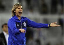 Argentino Ricardo Gareca, técnico do Velez Sarsfield, durante jogo pela Libertadores contra o Emelec, do Equador, em Buenos Aires, em abril do ano passado. 09/04/2013 REUTERS/Marcos Brindicci