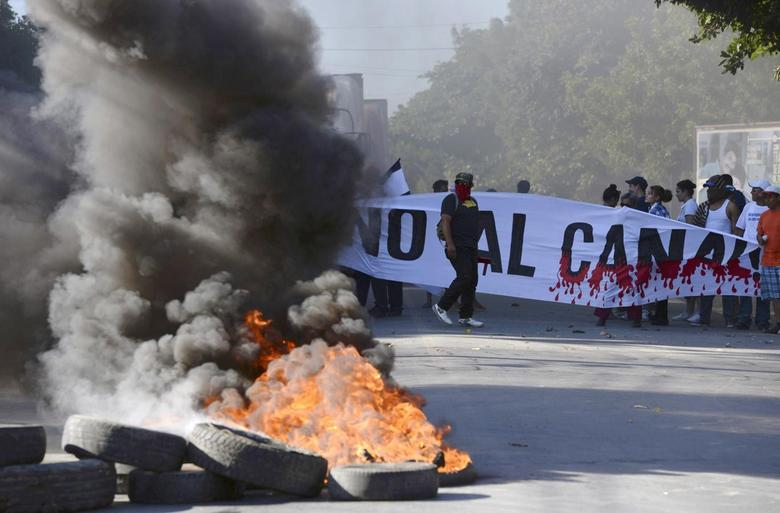Demonstrators block the Panamerican highway to protest against the Grand Canal construction in Managua December 22, 2014, in this handout photo provided by La Prensa. REUTERS/Oscar Navarrete/La Prensa