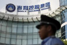 A security personnel on duty stands in front of the headquarters of Zhejiang Geely Holding Group in Hangzhou, Zhejiang province August 2, 2010.  REUTERS/Steven Shi