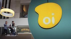 El logo de la brasileña Oi visto dentro de un centro comercial en Sao Paulo. Imagen de archivo, 14 noviembre, 2014. Oi SA, la firma de telecomunicaciones más endeudada de Brasil, proyecta un aumento de su ganancia operacional en 2015, junto a un incremento único en dinero a partir de ventas de activos, mientras mejora su posición en negociaciones sobre una posible fusión. REUTERS/Nacho Doce
