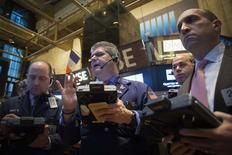 Operadores na Bolsa de Valores de Nova York em 8 de janeiro. REUTERS/Brendan McDermid (UNITED STATES - Tags: BUSINESS)