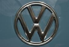 Logotipo da Volkswagen. REUTERS/Fabian Bimmer (GERMANY - Tags: BUSINESS TRANSPORT)