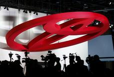 Members of the media are shown under a large Toyota logo during the first press preview day of the North American International Auto Show in Detroit, Michigan, January 12, 2015.   REUTERS/Mark Blinch