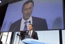 Fabrice Brégier, président exécutif d'Airbus. L'avionneur prévoit une légère hausse de ses livraisons en 2015 après un record de 629 avions livrés en 2014, afin de faire face à un carnet de commandes de 6.386 appareils, porté par la croissance de la demande à travers le monde. /Photo prise le 13 janvier 2015/REUTERS/Régis Duvignau