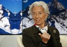 La directora gerente del FMI, Christine Lagarde, durante un evento realizado en Davos, 22 enero, 2015. El Fondo Monetario Internacional dio la bienvenida el jueves a la decisión del Banco Central Europeo de comprar bonos gubernamentales, una medida que inundará con miles de millones de euros la frágil economía de la zona euro. REUTERS/Ruben Sprich