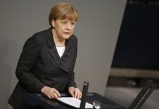 La canciller alemana, Angela Merkel, durante una sesión en el parlamento en Berlín. Imagen de archivo, 15 enero, 2015.  La canciller alemana Angela Merkel dijo el viernes que el impulso por las reformas estructurales en toda la zona euro, y no sólo en Italia, no puede ser frenado por la decisión del Banco Central Europeo de poner en marcha un programa de compra de bonos soberanos. REUTERS/Fabrizio Bensch